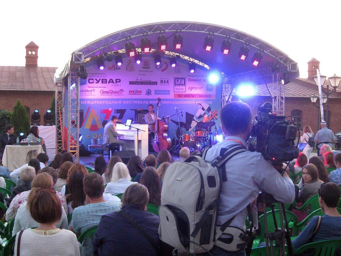 Евгений Борец и его ансамбль на сцене фестиваля «Джаз в Кремле с Ольгой Скепнер»