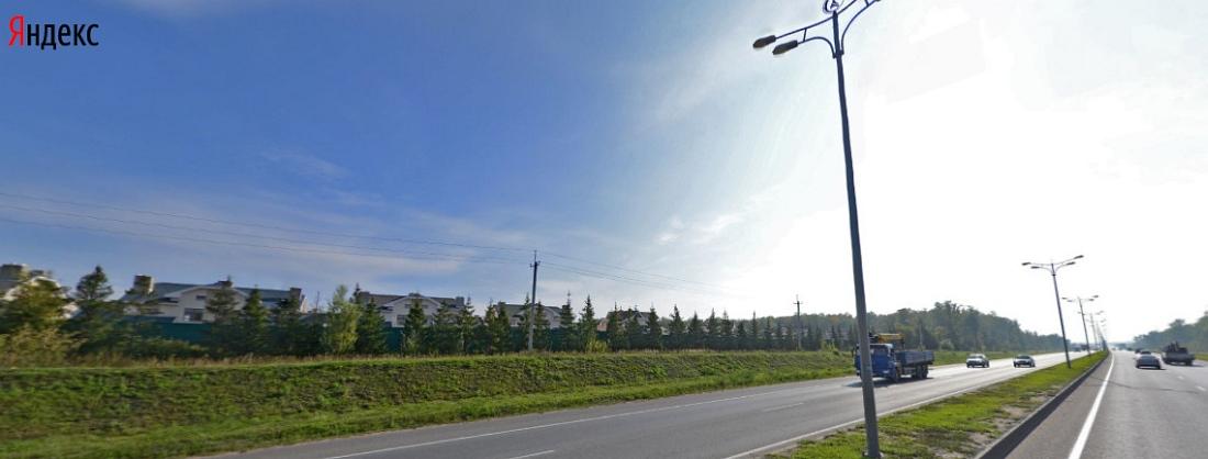 Вид со стороны Оренбургского тракта: дома вдоль улицы Олега Лундстрема