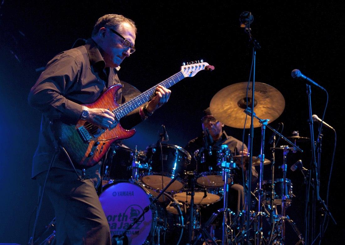 Чак Лоэб на фестивале North Sea Jazz, 2012, с барабанщиком Харви Мэйсоном (фото © Роберт Багдасаров для «Джаз.Ру»)