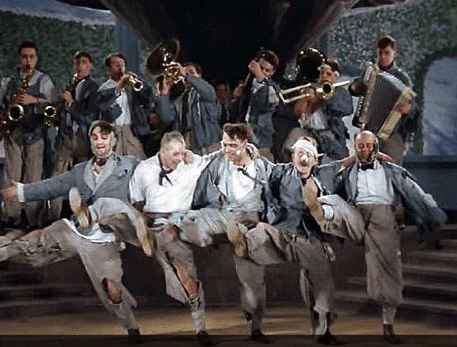 Кадр из кинофильма «Весёлые ребята» (1934)