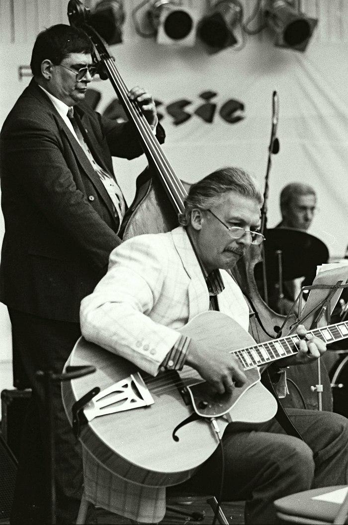 Анатолий Соболев, Алексей Кузнецов, Александр Гореткин в ансамбле «Звёзды российского джаза» на II фестивале «Джаз в саду Эрмитаж», 1999