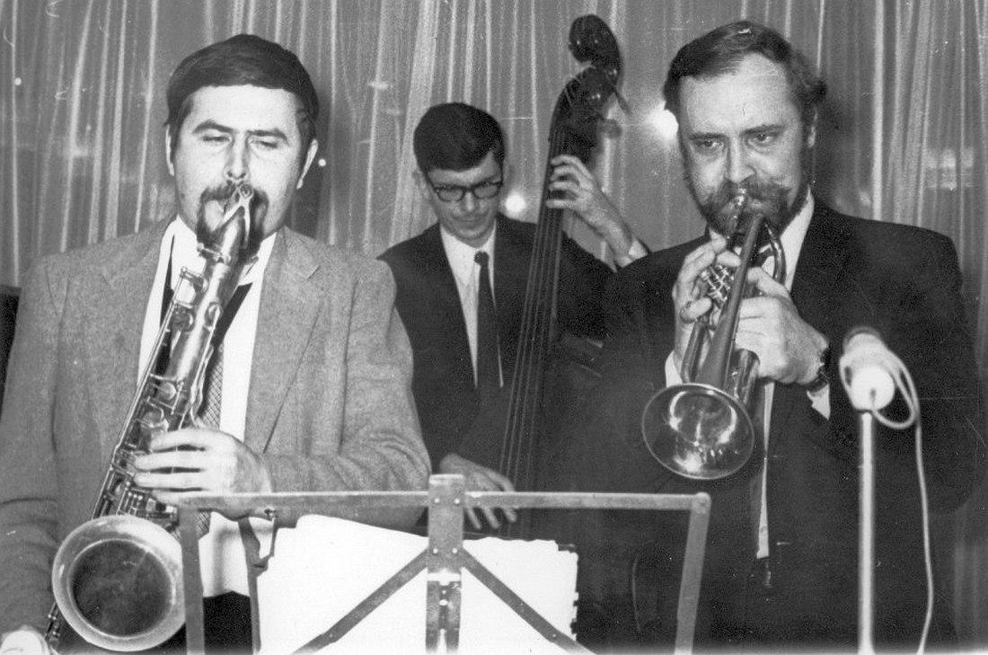 Александр Пищиков, Анатолий Соболев, Константин Носов. Джаз-кафе «Печора» (?), весна 1970.