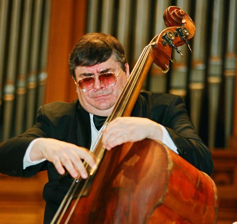 Анатолий Соболев на сцене Большого зала Московской консерватории, 1999