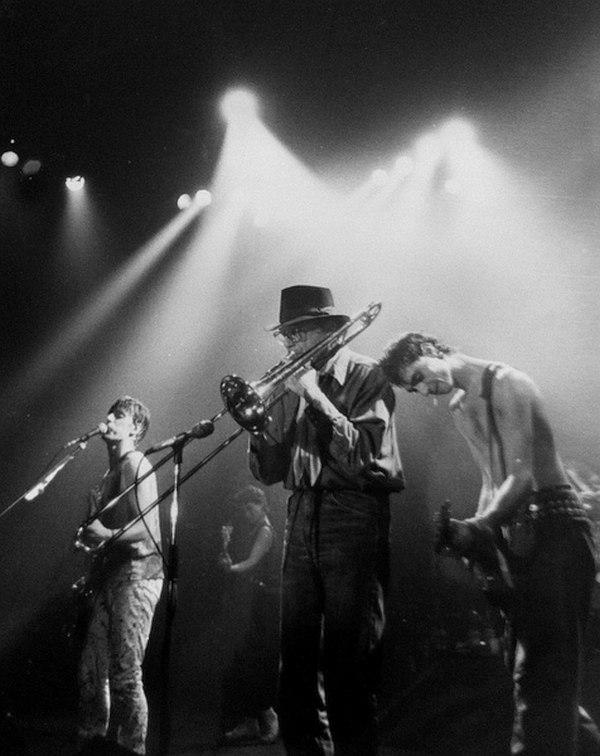 Майк Зверин — приглашённый тромбонист на концерте самой популярной французской рок-группы 1980-х Téléphone