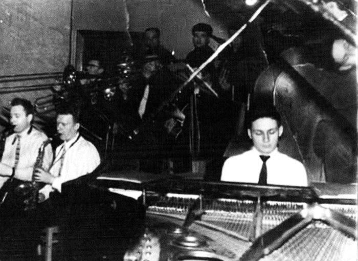 Владимир Виттих в оркестре клуба им. Дзержинского. 1959 г.