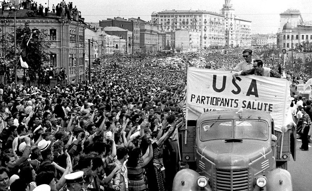 Делегация США на параде участников Фестиваля молодёжи и студентов, Садовое кольцо, 1957