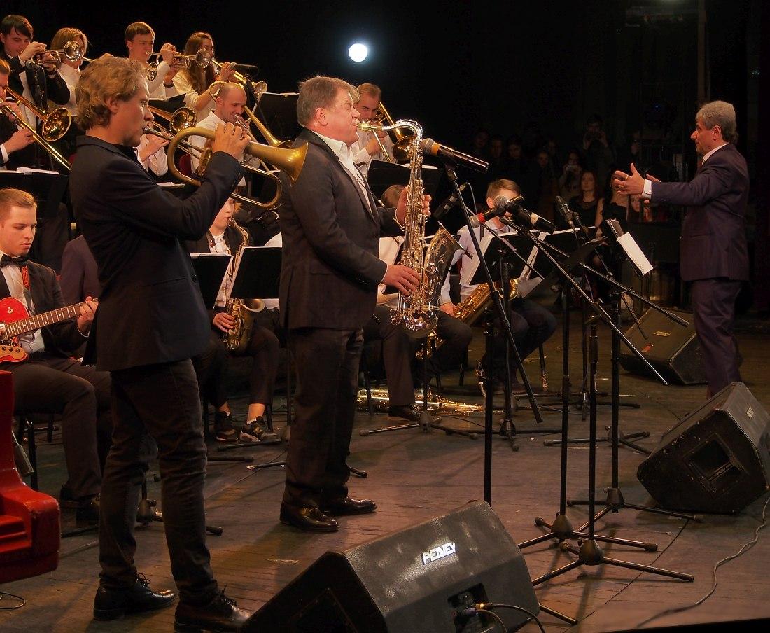 Гала-концерт: джаз-оркестр Адама Терацуяна (справа), Александр Сипягин, Игорь Бутман