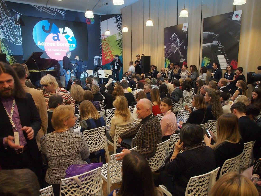 JAB: публика до отказа заполняет залы и на деловой программе, и на шоукейсах