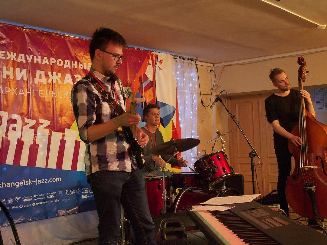 Студенческий ансамбль из музыкальной школы Университета Новиа (Финляндия)