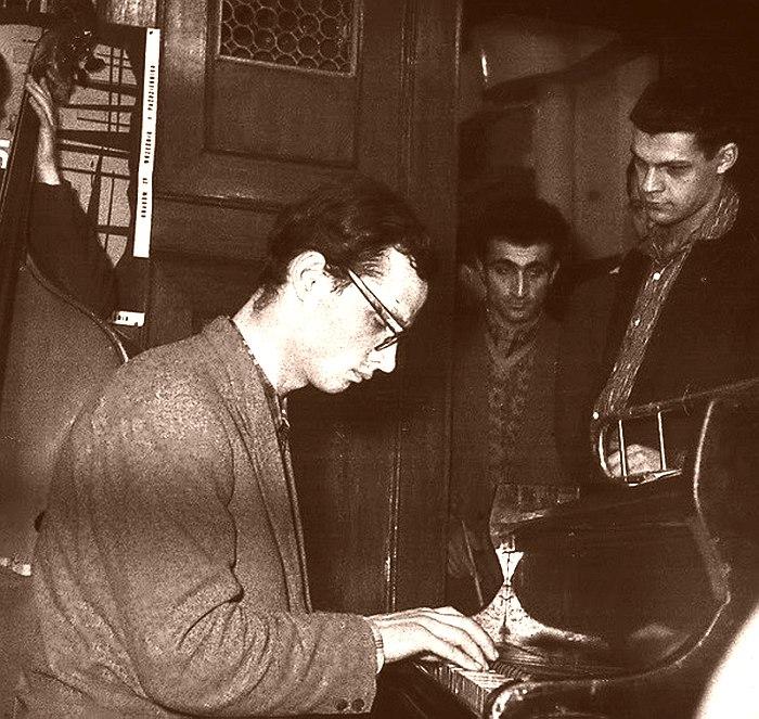 Вадим Сакун на джеме, начало 1960-х (справа стоит Герман Лукьянов)