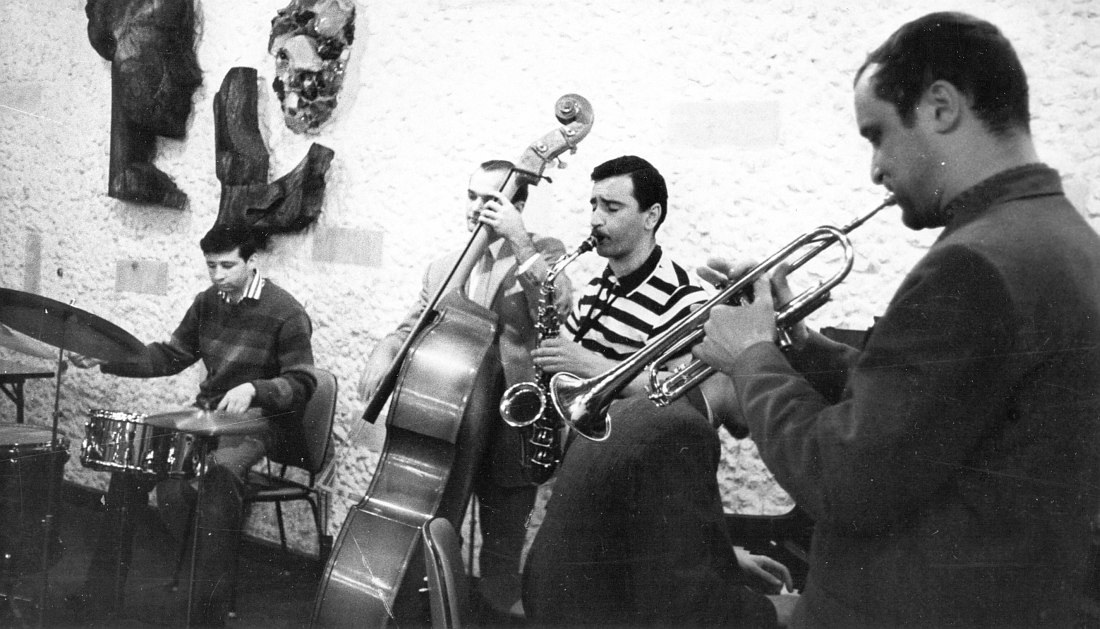 Свердловск, 1968 г., кафе «Серебряное копытце». Слева направо: Станислав Стрельцов, Виктор Смирнов, Геннадий Гольштейн, Константин Носов