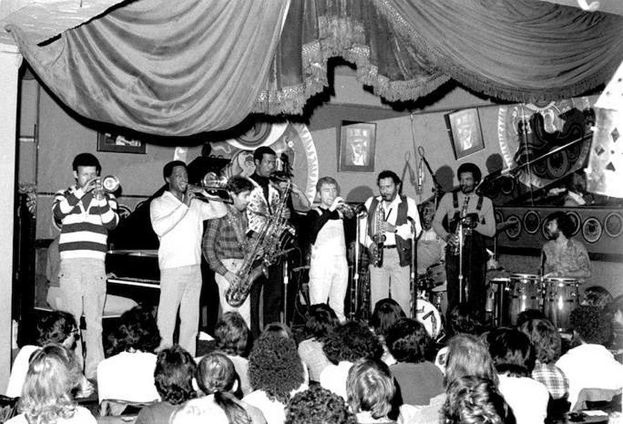 Jazz Messengers в клубе Keystone Korner, Сан-Франциско, 1980. Валерий Пономарёв в центре кадра.