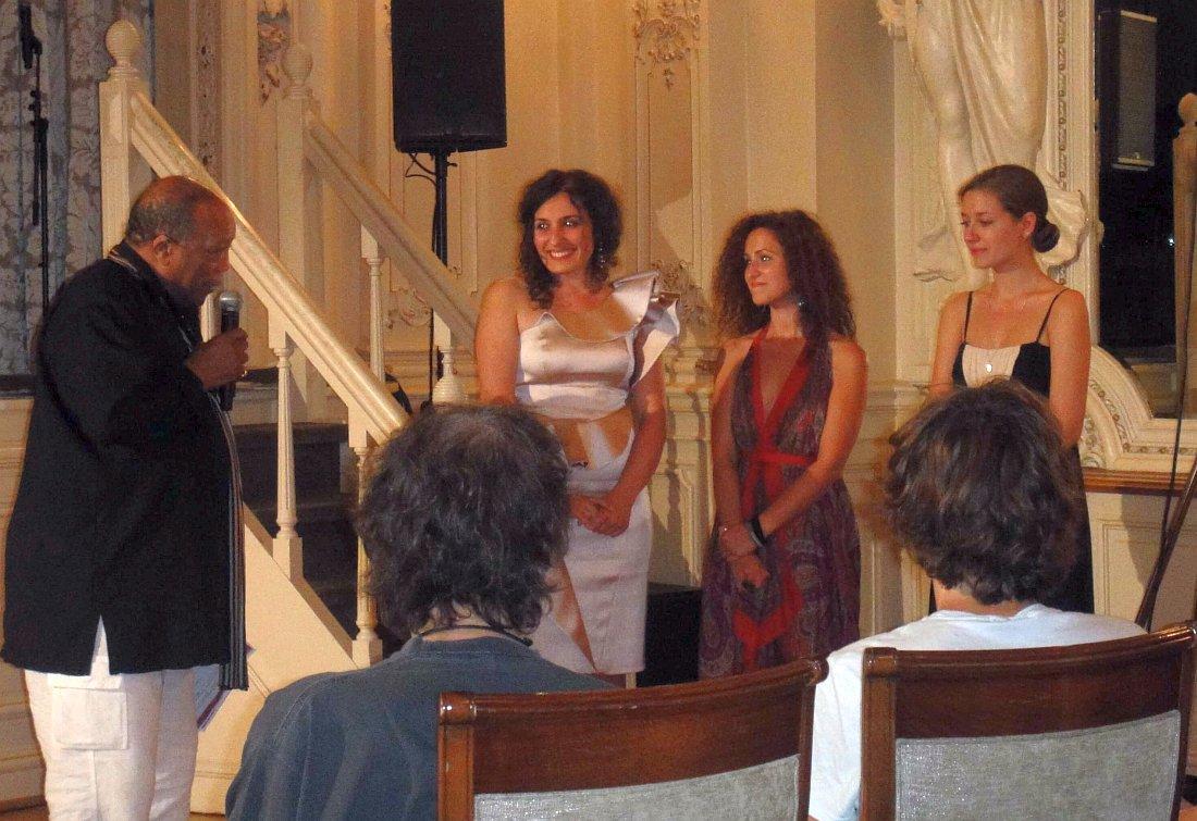 Куинси Джонс (Quincy Jones) объявляет победителей, 2010