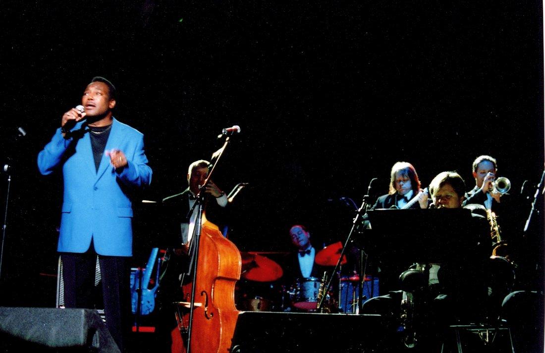Джордж Бенсон и Биг-бэнд Игоря Бутмана, 2002 (фото © Павел Корбут)