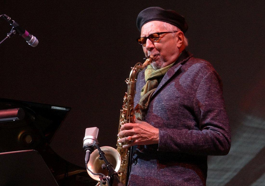 Чарлз Ллойд на сцене Белградского джаз-фестиваля, октябрь 2014 (фото © Кирилл Мошков, «Джаз.Ру»)