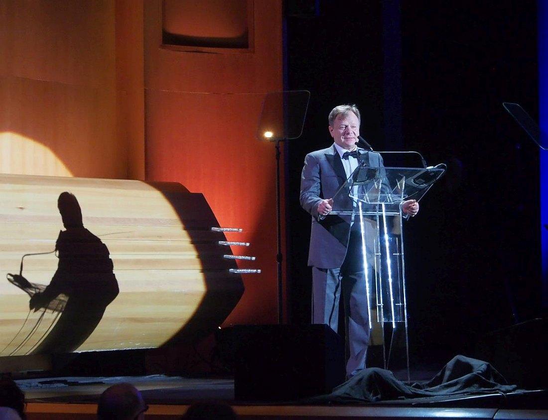 Игорь Бутман приветствует гостей Гала-концерта
