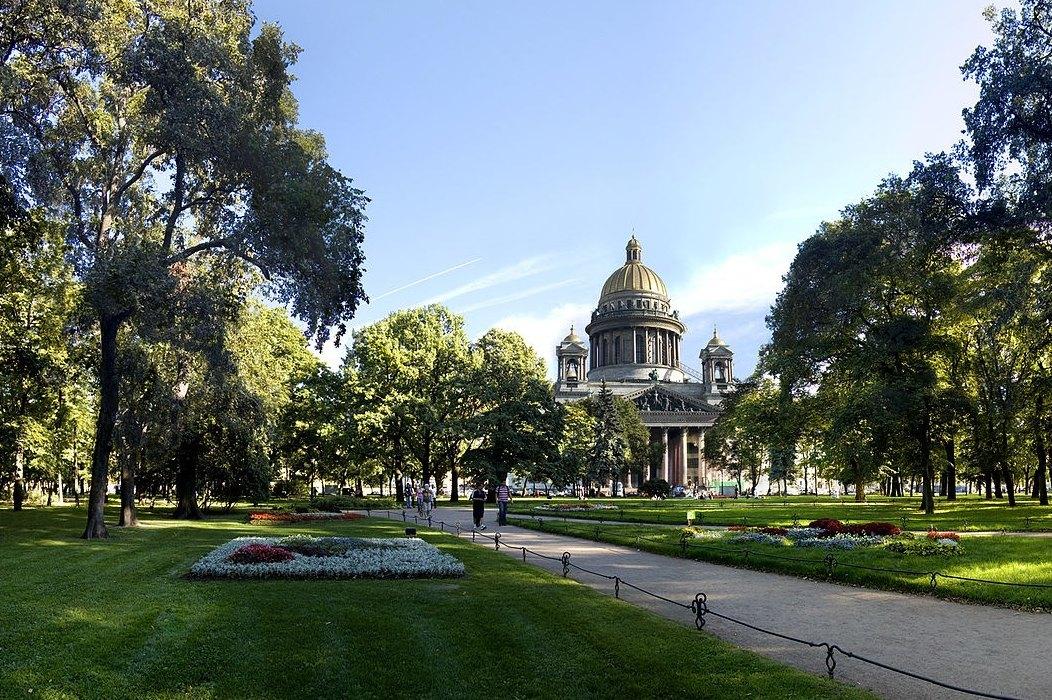 Александровский сад (между Адмиралтейством и Исаакиевским собором)