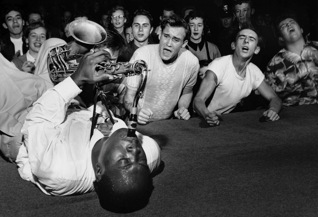 Саксофонист Биг Джей Макнили (Big Jay McNeely), Лос-Анджелес, 1953. Фото: Bob Willoughby
