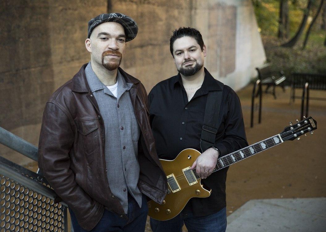 Семикратные номинанты на Blues Music Awards — бостонский дуэт Welch Ledbetter Connection: вокалист Майк Ледбеттер и гитарист «Монстр» Майк Уэлч