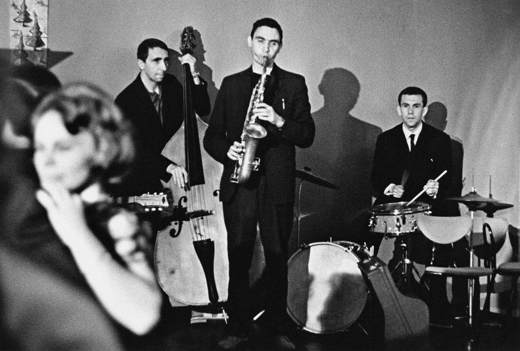Валерий Буланов (справа) и Алексей Козлов (в центре) на I московском джазовом фестивале в кафе «Молодёжное». Фото © Виктор Ахломов