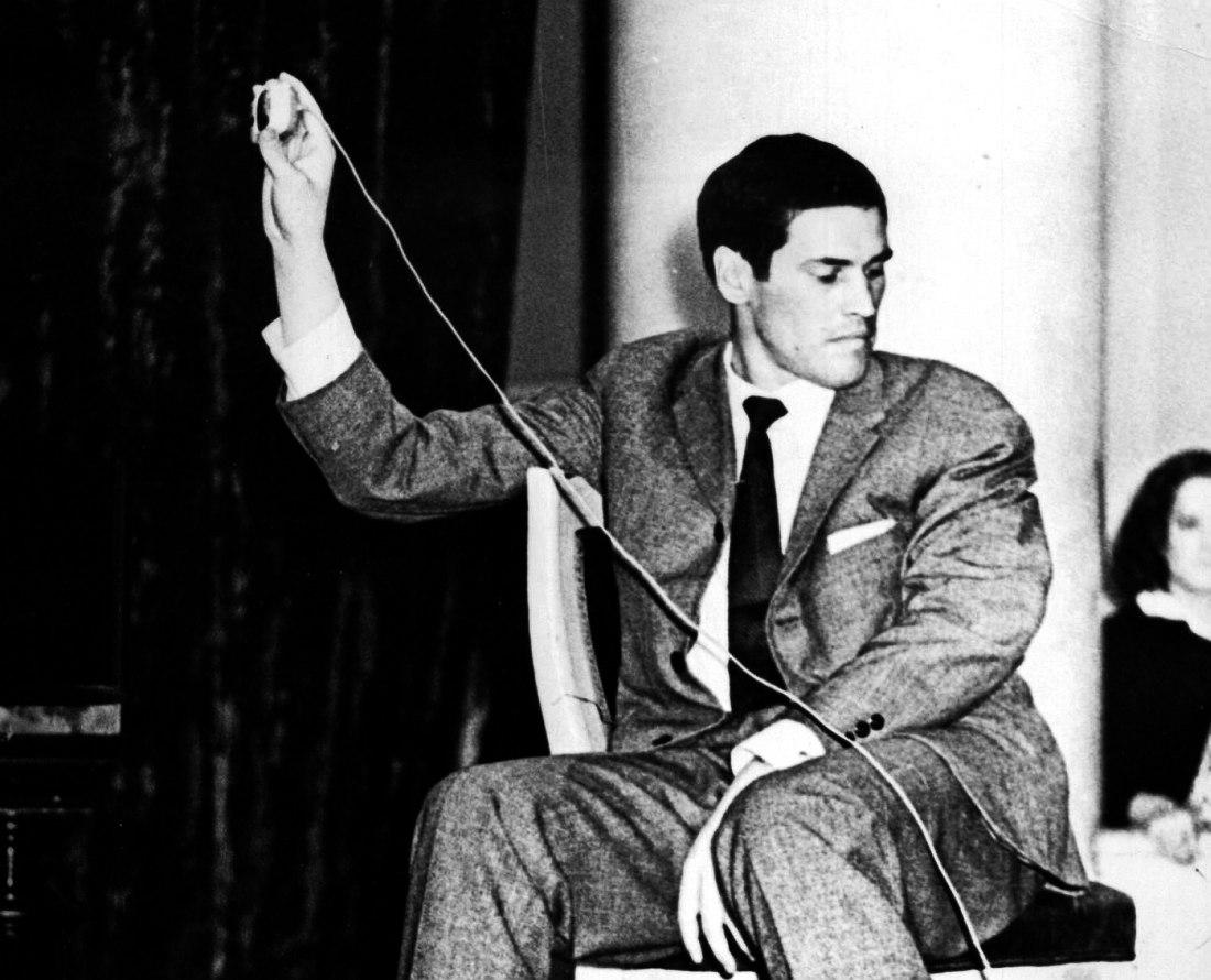 1962. 28-летний Алексей Баташёв записывает на магнитофон выступления участников I московского джаз-фестиваля (фото ©Виктор Ахломов)
