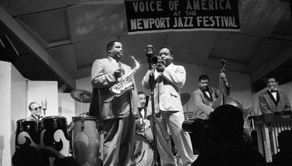 Кэннонболл и Нат Эддерли на фестивале в Ньюпорте, конец 1950-х