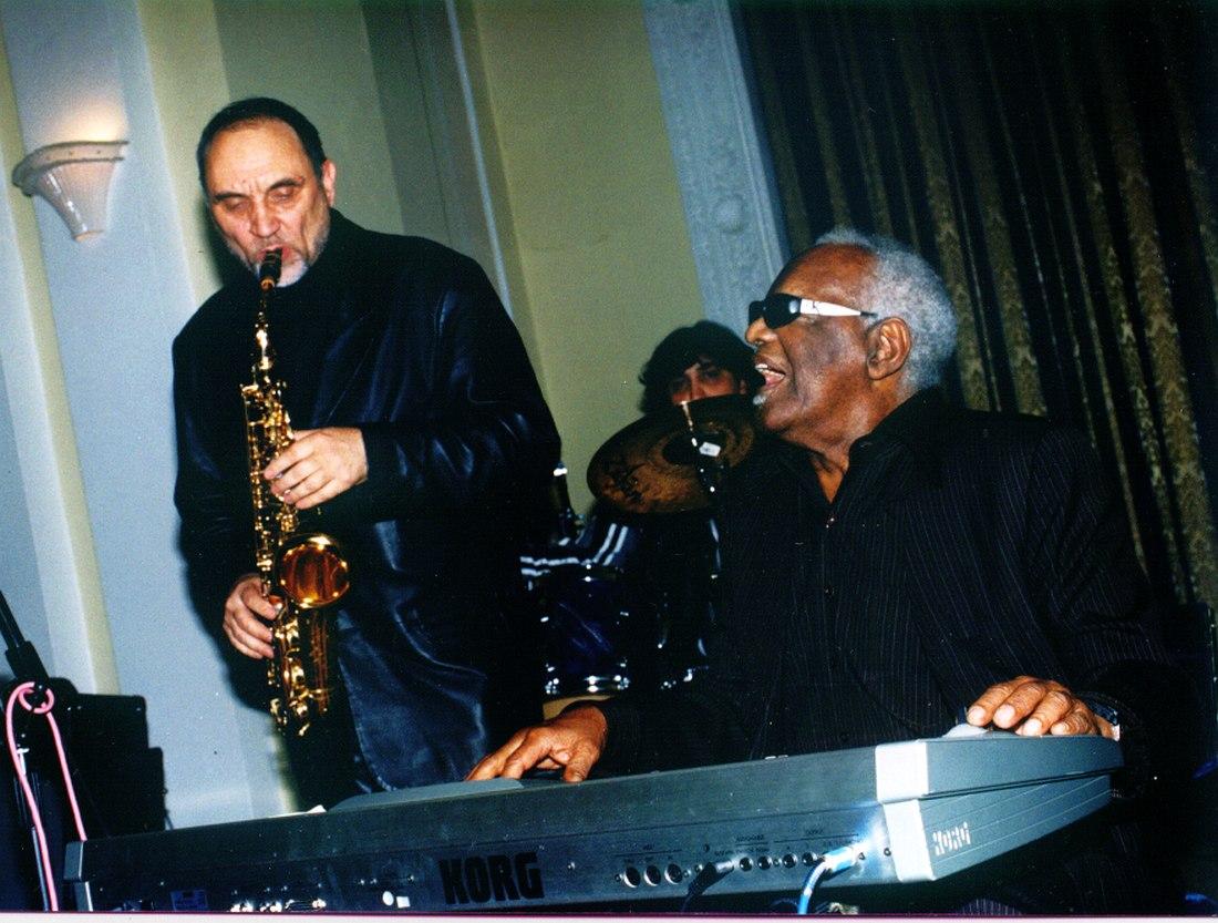 2001 год: джем с великим Рэем Чарлзом в резиденции посла США в Москве