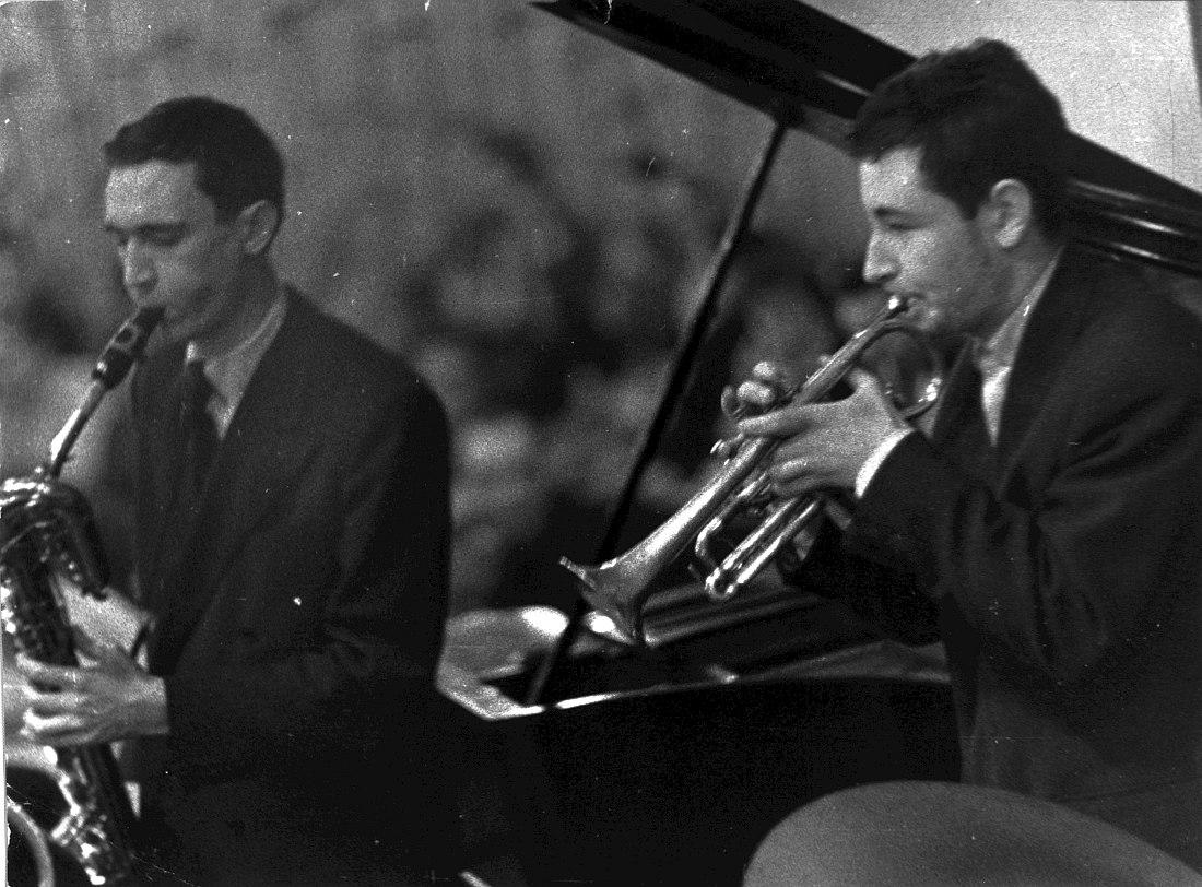 Баритонист Алексей Козлов и трубач Андрей Товмасян. Кафе Молодёжное, 1962