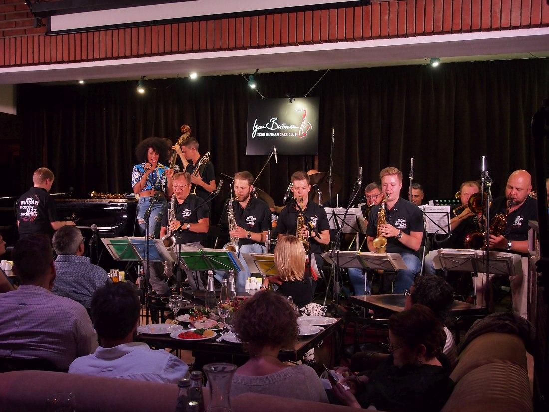 Презентация фестиваля 27 августа на сцене Клуба Игоря Бутмана играет Московский Джазовый оркестр п/у Игоря Бутмана