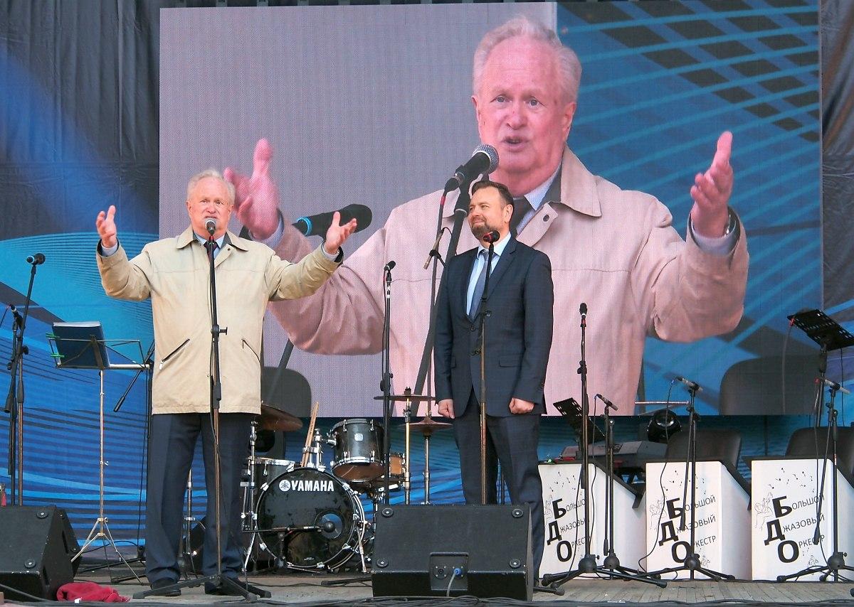 Анатолий Кролл и заместитель губернатора Челябинской области Вадим Евдокимов открывают фестиваль