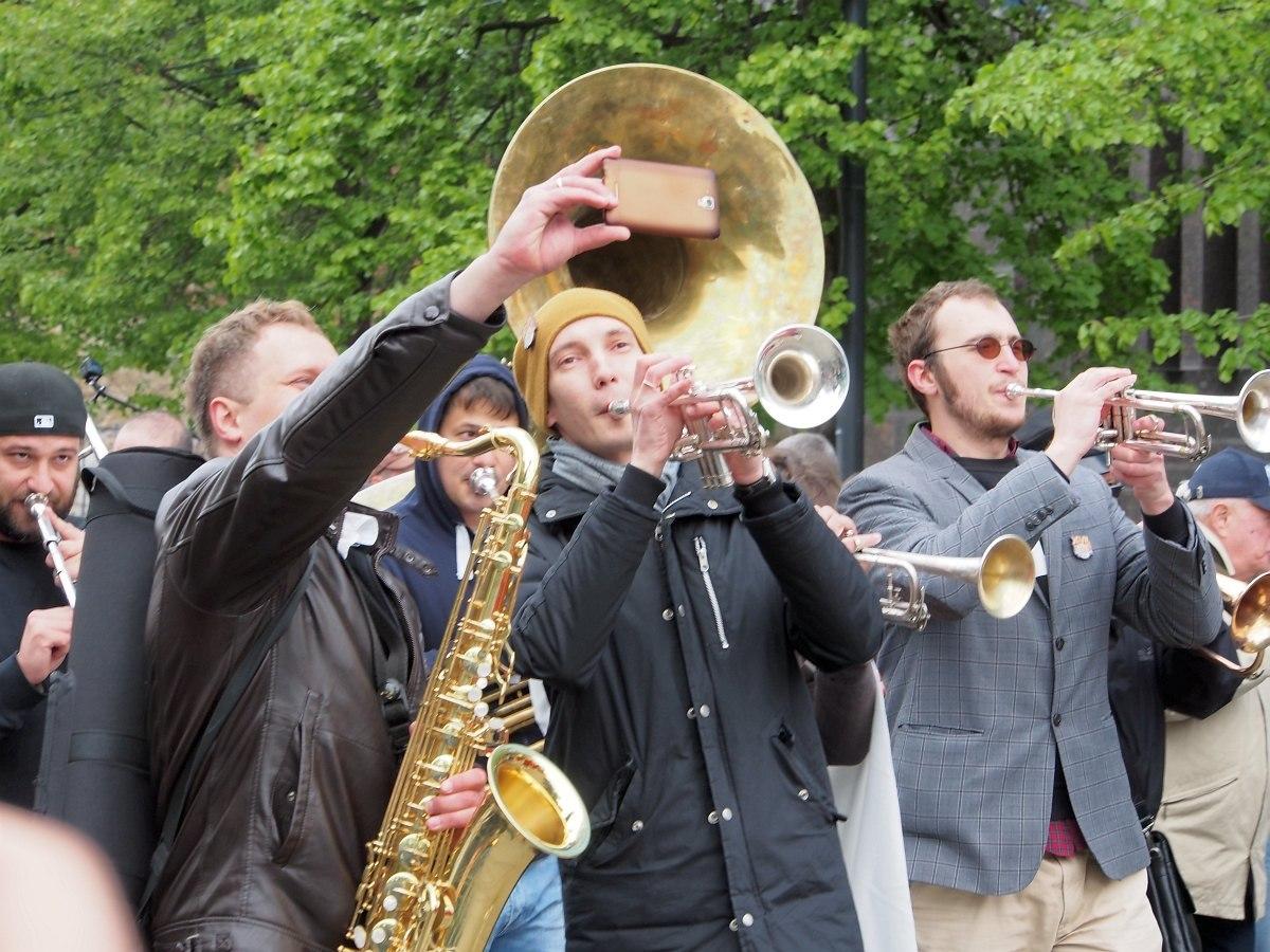 В центре трубач Иван Пона