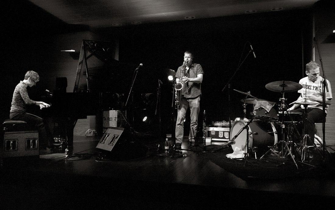 DEK Trio (photo © Petra Cvelbar)