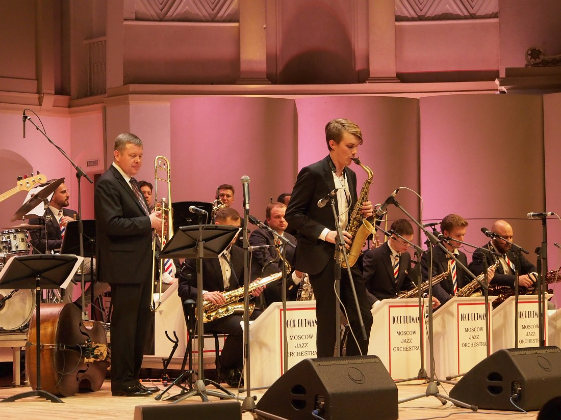 Во втором отделении Макар Кашицын играет с Московским джазовым оркестром п/у Игоря Бутмана