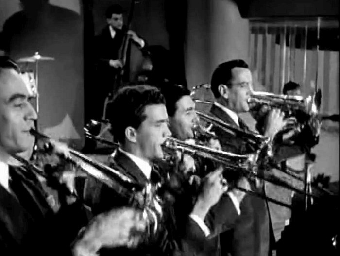 Кадр из фильма «Серенада солнечной долины». Справа с тромбоном — Гленн Миллер.