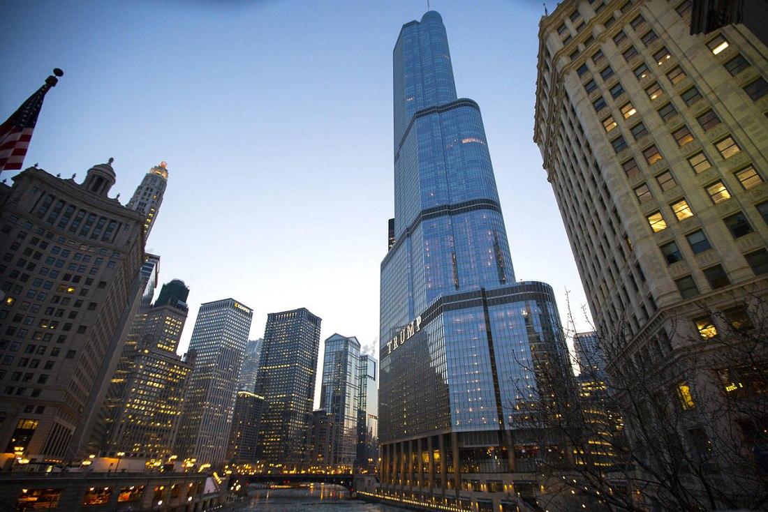 Новая «Башня Трампа» видна в Чикаго отовсюду.