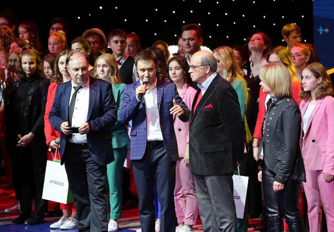 Народный артист России пианист Игорь Бриль (с красным платочком в нагрудном кармане) среди участников фестиваля