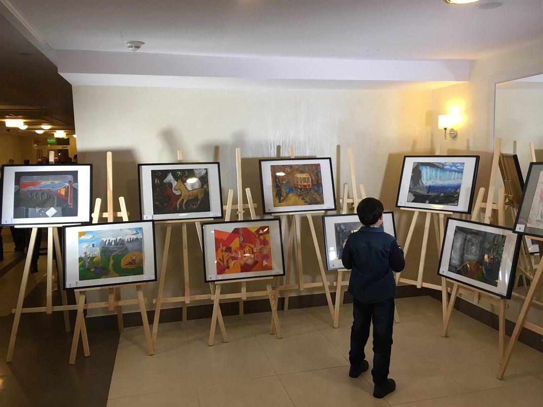 Выставка в фойе