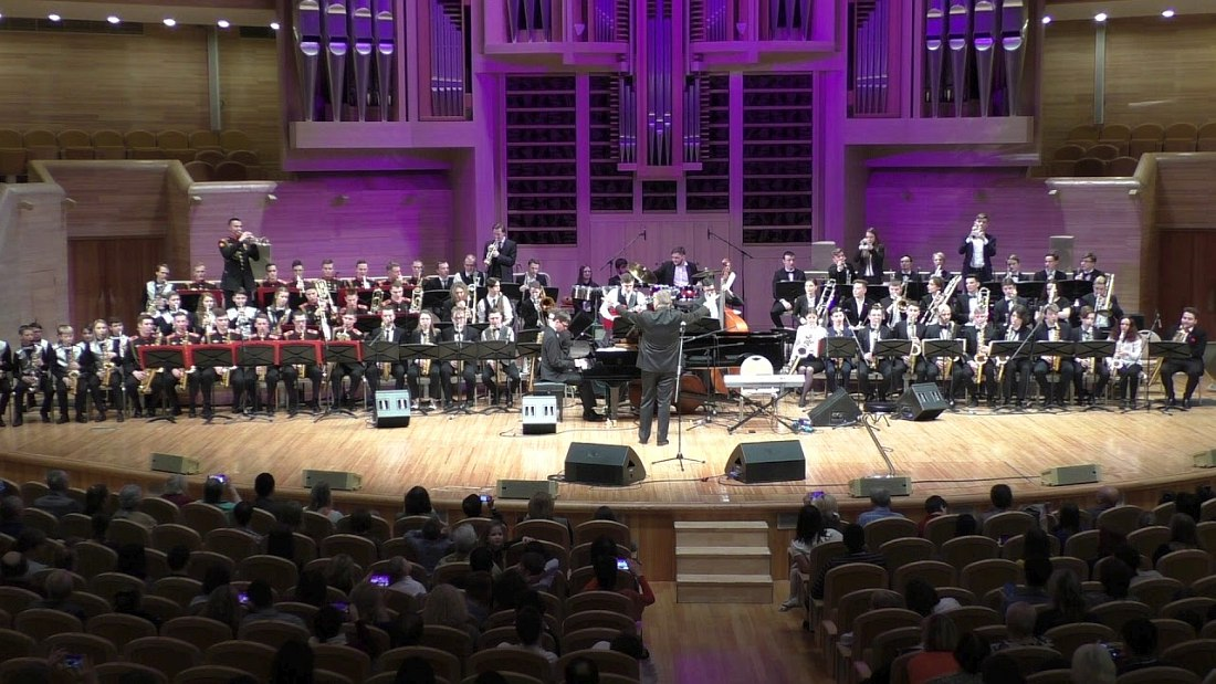 Сводный оркестр участников фестиваля (дирижирует Павел Овчинников)