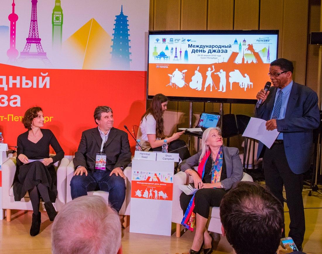 Международный День джаза-2018 в Санкт-Петербурге: крайняя слева Одрэ Азуле, крайний справа Хёрби Хэнкок (фото: пресс-служба Международного Дня джаза)