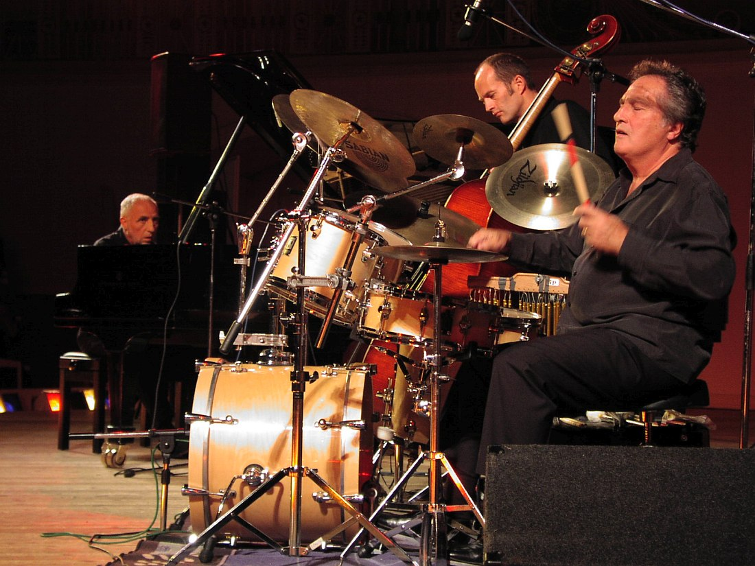 Jack Loussier, Benoît Dunoyer de Segonzac, André Arpino (Концертный зал им. Чайковского, Москва, октябрь 2002; фото © Кирилл Мошков, «Джаз.Ру»)