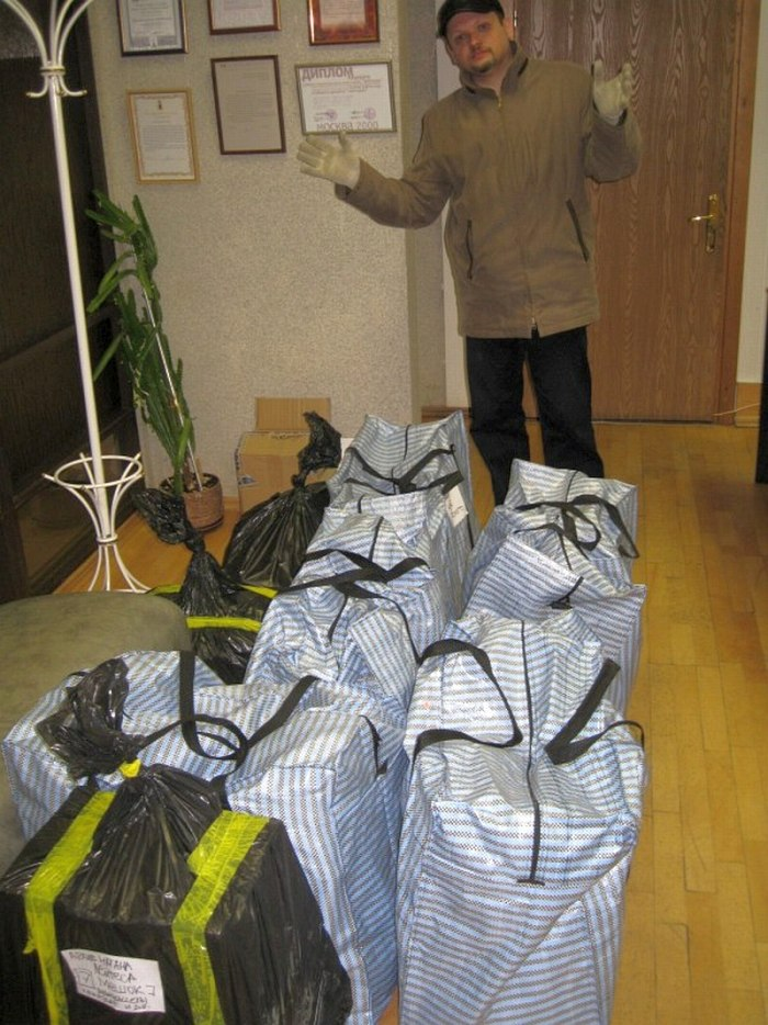 Апрель 2013. Четыре часа утра: машина из Санкт-Петербурга разгружена — в фойе Центра стоят мешки, внутри которых бесценный архив Натана Лейтеса.