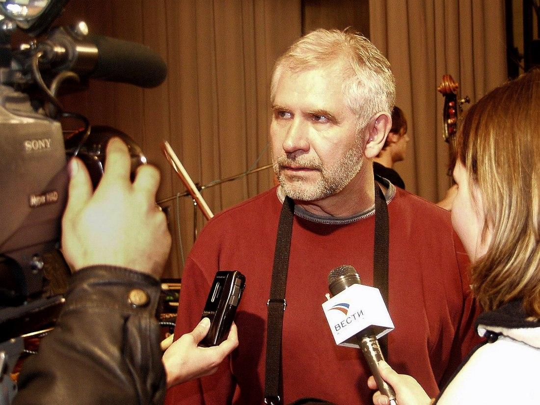 Продюсер фестиваля «Джазовая провинция» Леонид Винцкевич даёт интервью федеральным телеканалам, 2005