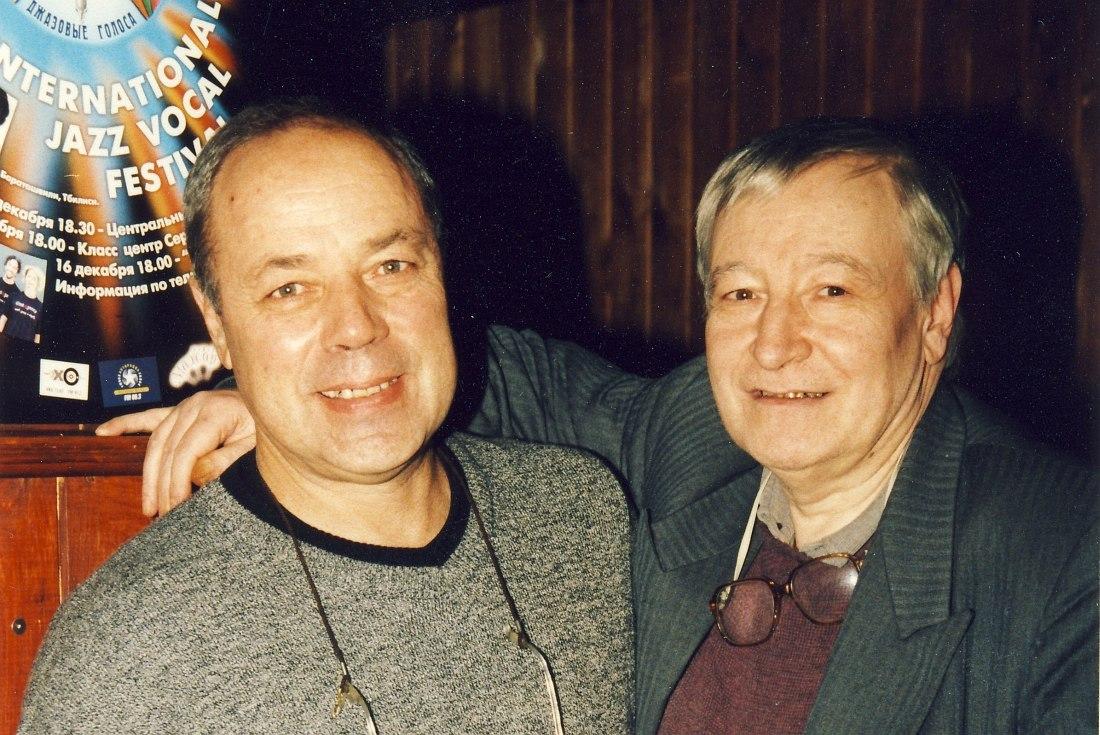 Арт-директор «Джаз Арт клуба» Александр Эйдельман и легенда советского джаза трубач Андрей Товмасян, 1999
