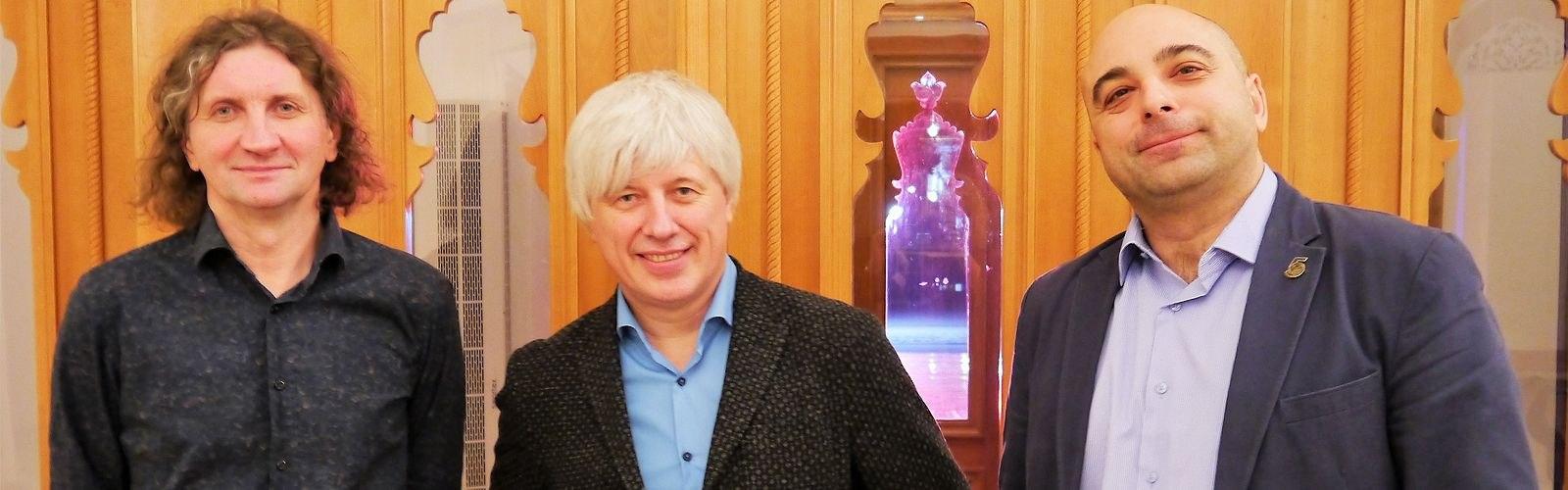 Трио Андрея Кондакова: Владимир Волков (контрабас), Кондаков, Гарий Багдасарьян (барабаны)