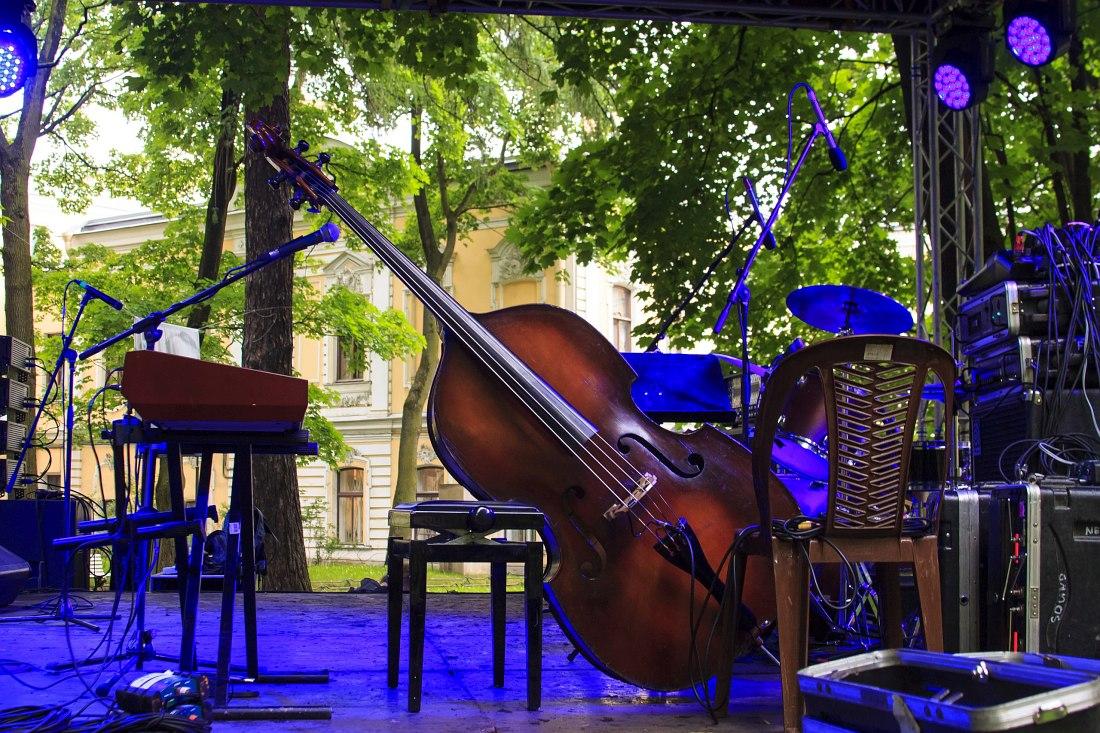 Сцена фестиваля «Бродский Drive» в Шереметевском саду