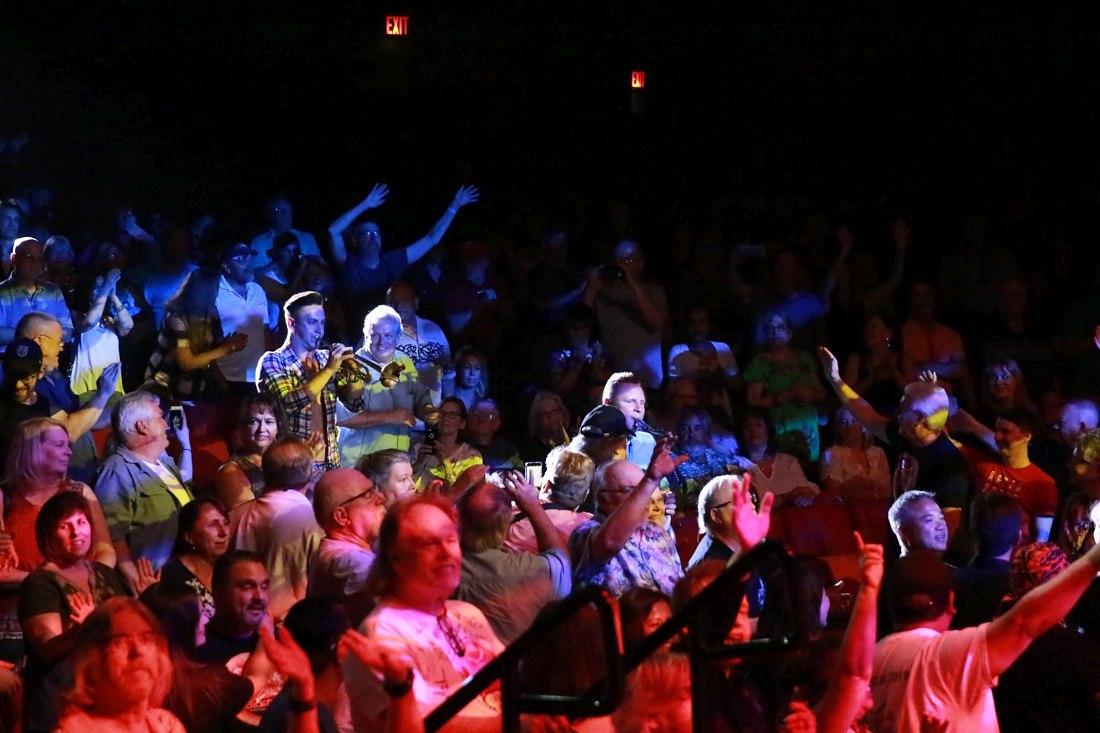 Трубач Андрей Зыль и саксофонист Олег Кудрявцев: «хождение в народ» на концерте в зале казино Orleans в Лас-Вегасе, штат Невада. 9 августа 2019. Фото © Mark Webb