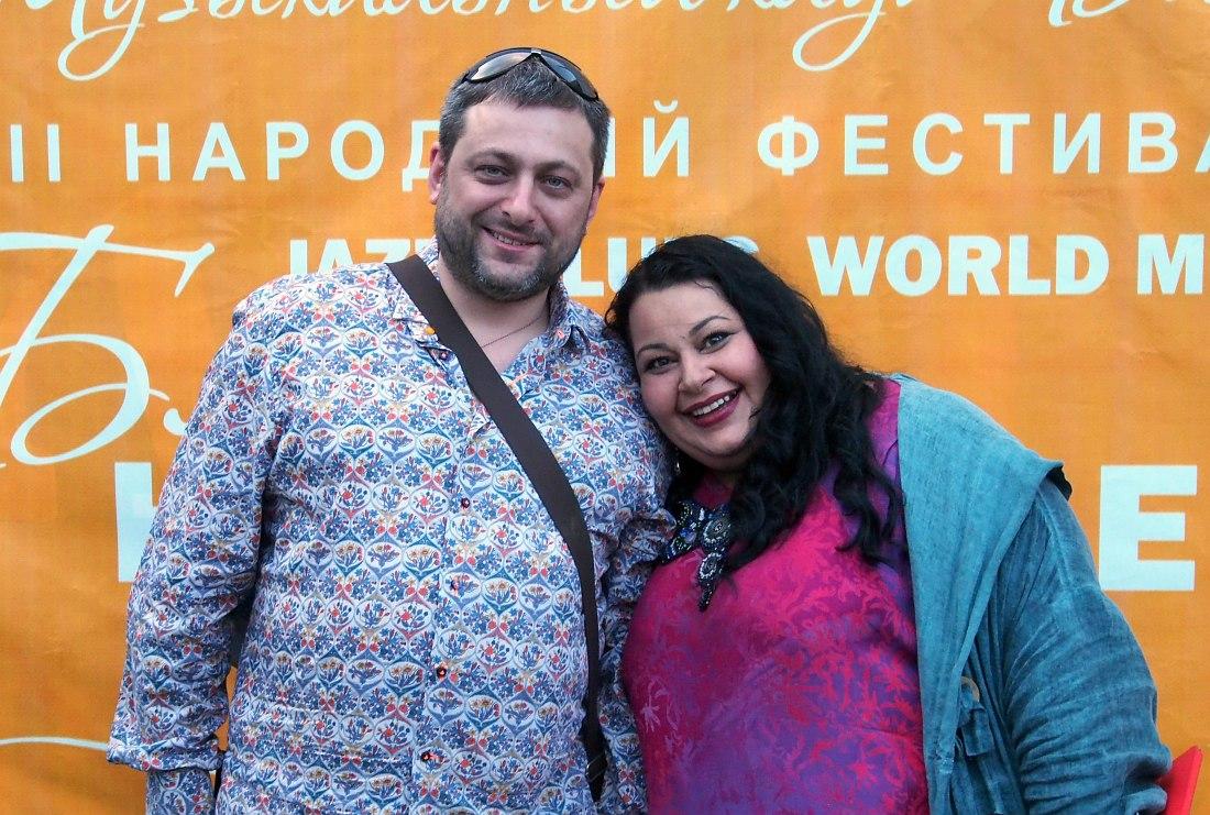 Армен и Мариам Мерабовы после выступления на фестивале «Блюз на веранде» в Вологде, июль 2015 (фото © Кирилл Мошков, «Джаз.Ру»)