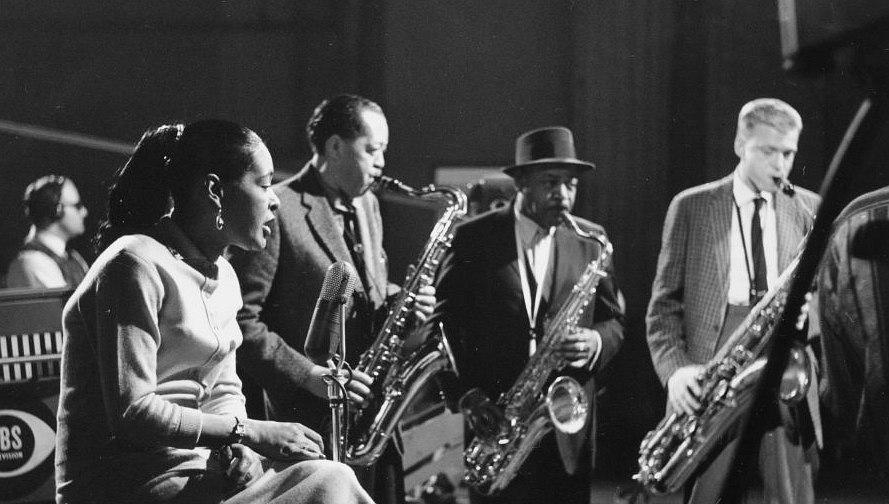 Декабрь 1957: в студии телеканала CBS. Певица Билли Холидей, тенористы Лестер Янг и Коулман Хокинс и молодой баритонист Джерри Маллиган