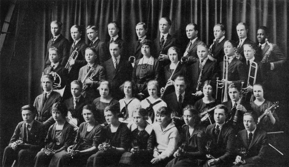 17-летний Коулман Хокинс (крайний справа в верхнем ряду) в составе Topeka High School Orchestra, 1921 (фото © Kansas Historical Society)