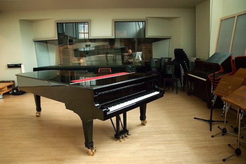Тон-зал Rainbow Studios